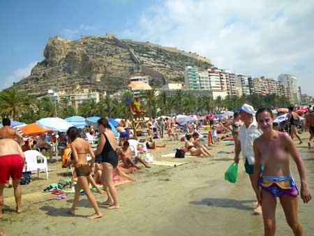 Девушки без комплексов на пляже фото